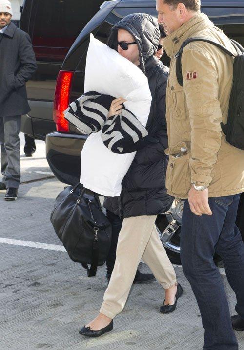 Katy Perry en el Aeropuerto JFK muy casualmente Perry-aeropuerto-003