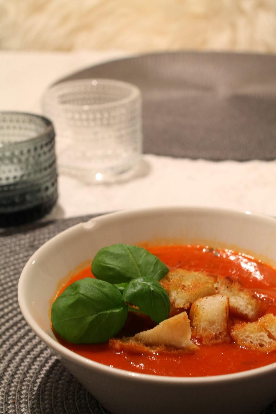 paahdettu paprika-tomaattikeitto