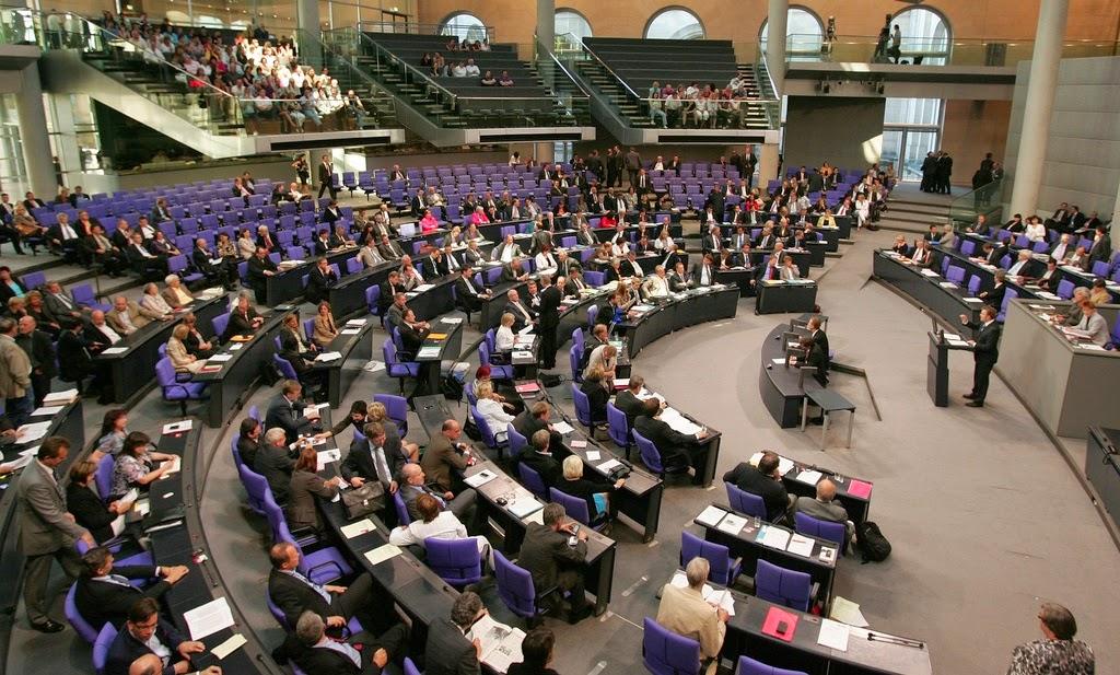 Finally Mood: Phoenix plays artificial laugh at Bundestag debates a