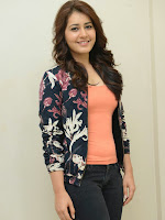 Rashi Khanna latest glamorous photos-cover-photo