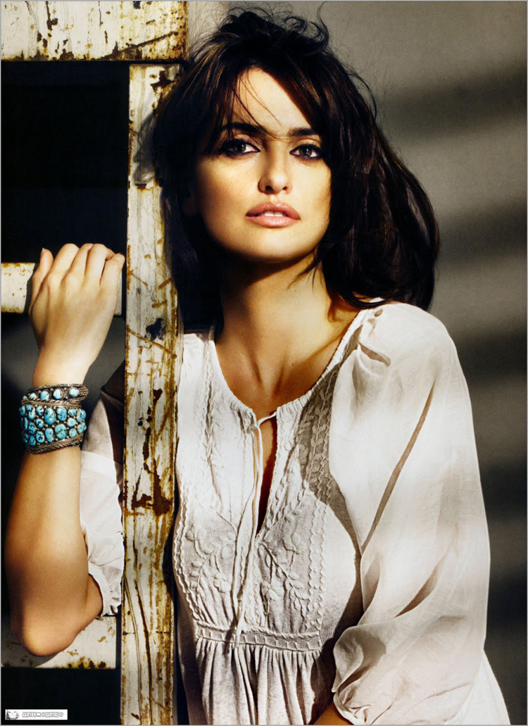 Fashionable Celebrity Hairstyle Penelope Cruz 24