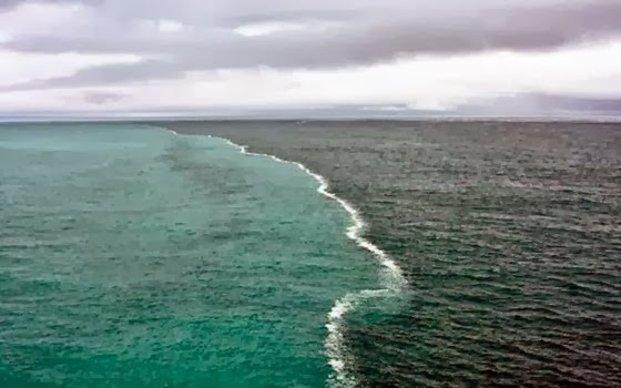 Pertemuan dua laut (copyright: factsnmyths.com)