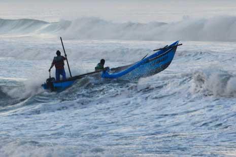 Nelayan Perlu Mewaspadai Tinggi Gelombang Laut.