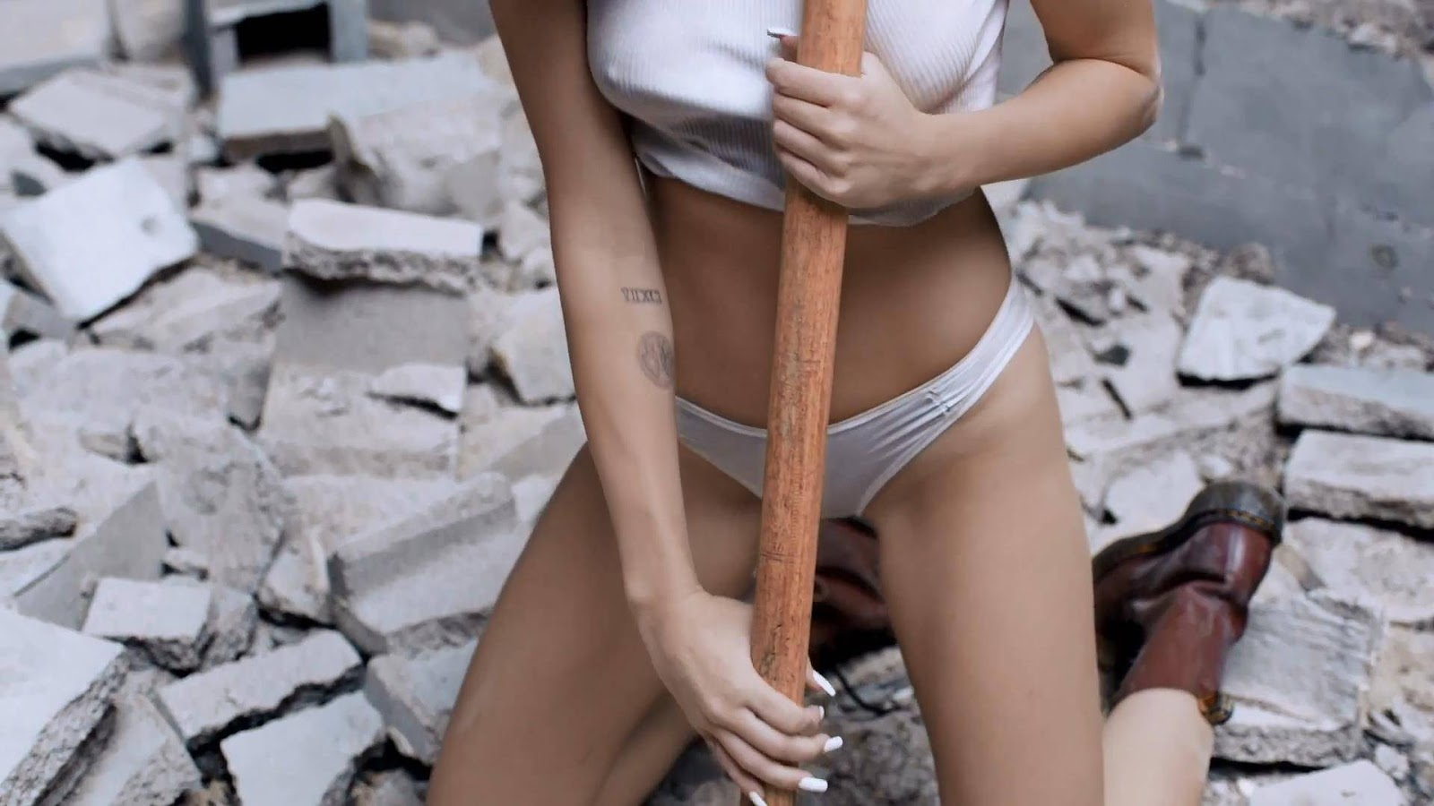Wrecking ball miley cyrus nude uncensored