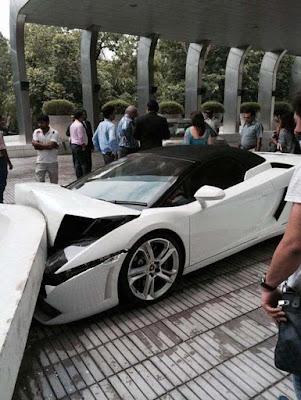 Επική γκάφα!  Παρκαδόρος ξενοδοχείου κατέστρεψε μια πανάκριβη Lamborghini
