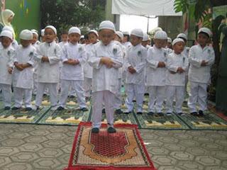 Doa Iftitah Dalam Sholat Yang Benar Sesuai Sunnah Lengkap Latin Dan Artinya