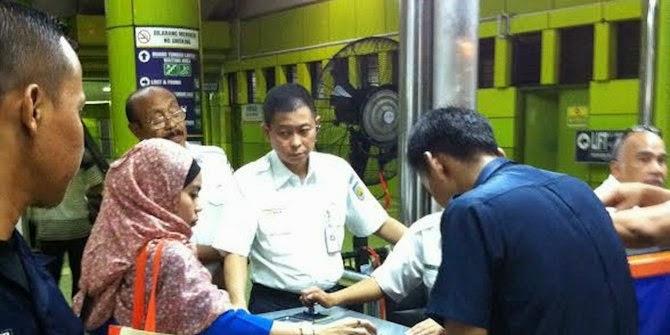 http://www.azuratraveltour.com/2014/08/gebrakan-jonan-membenahi-layanan-kereta.html