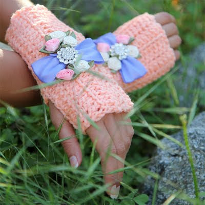 crochet fingerless gloves by Mademoiselle Mermaid