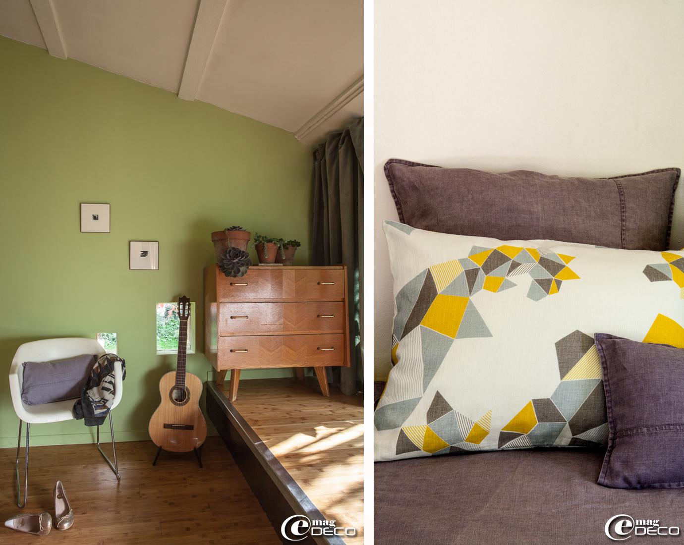 Décoration vintage dans une chambre avec un parquet en bambou, coussin et couvre-lit en lin 'Marcelise', écharpe en laine 'Ma Poésie' créée par Elsa Poux