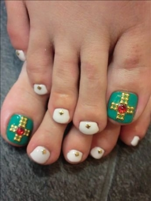 New-Season-Pedicure-Nail-Art-Ideas-12