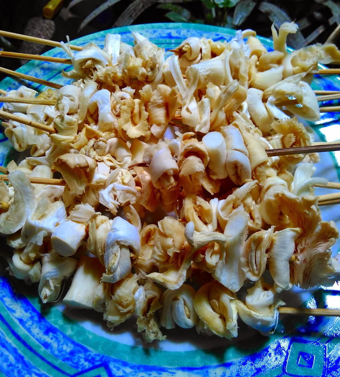 Sate Jamur siap di bumbui