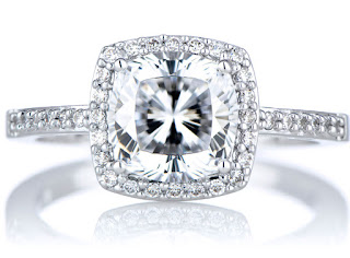 Excellent round Cushion cut diamond engagement rings choice for those who love vintage style rings