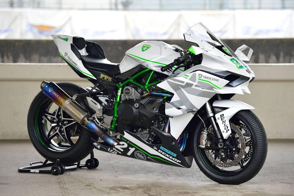 Modifikasi Kawasaki Ninja H2R berwarna putih oleh Trickstar Racing Japan ini simpel tapi keren