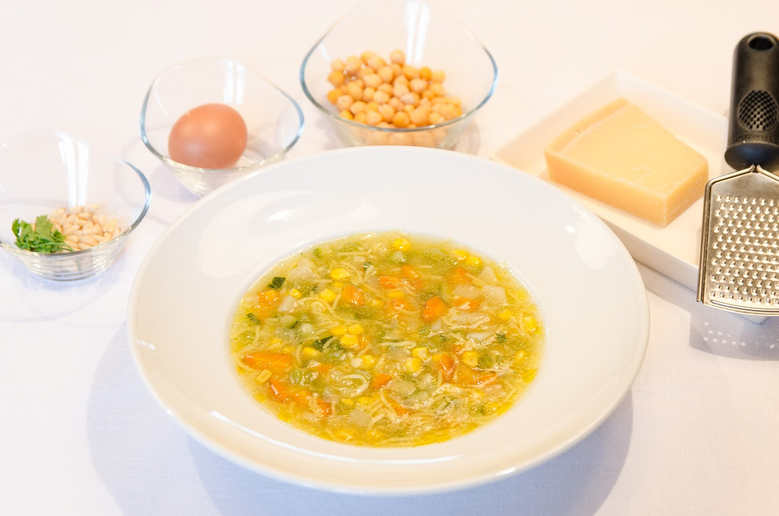 receta-adelgazar-sopa-verduras-dieta-ligera-sana-saludable-cocina-completa-garbanzos-bruja