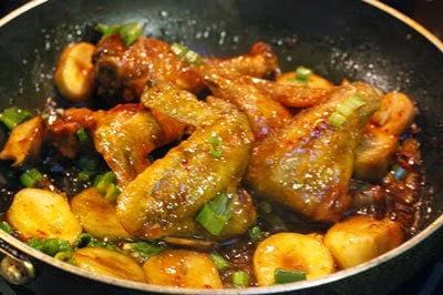Món cánh gà rim nấm - Cách làm đơn giản mà ngon 7