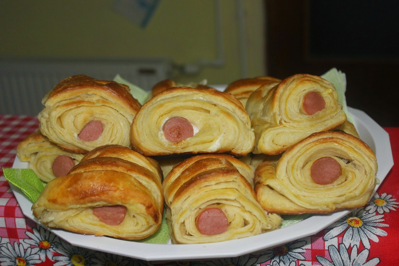 Lisnate rolnice sa virslom-Puff pastry with hot dog