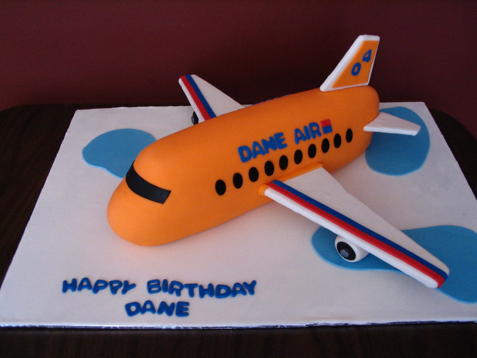 Cakes by julia airplane cake for Airplane cake decoration