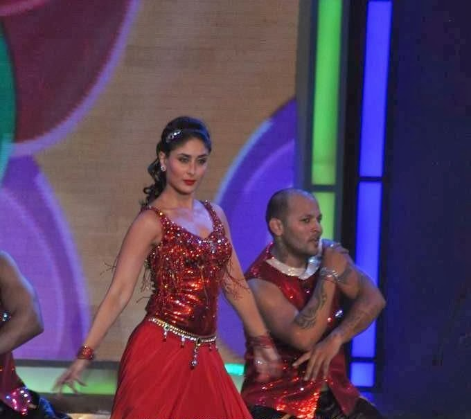 Kareena Kapoor hot dancing still