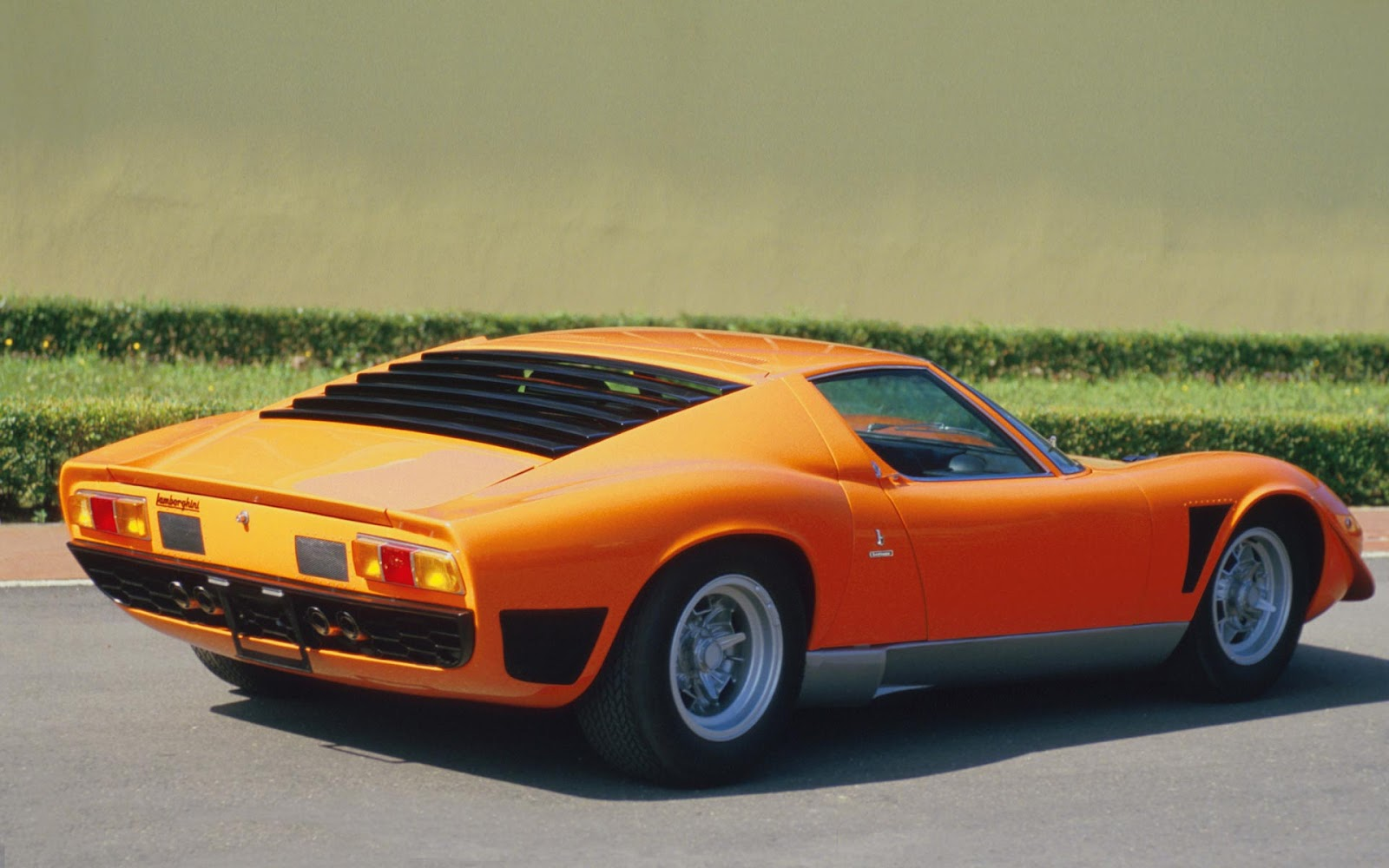 wallpapers of beautiful cars lamborghini miura. Black Bedroom Furniture Sets. Home Design Ideas