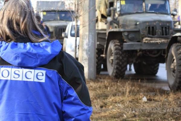 Ucraina rimuove armi pesanti da linea di combattimenti
