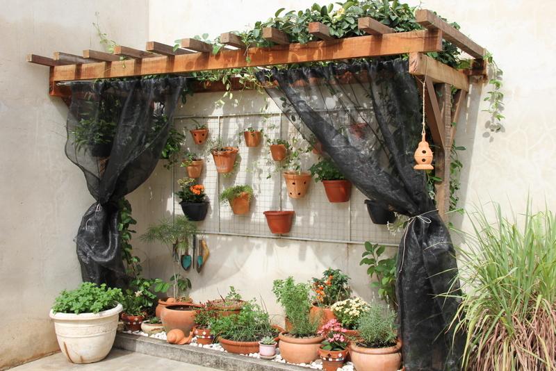 Mirad que monada de jardín Tiene un look muy rústico y mediterraneo