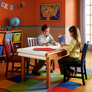 housecalls design play table and a diy christmas garland. Black Bedroom Furniture Sets. Home Design Ideas