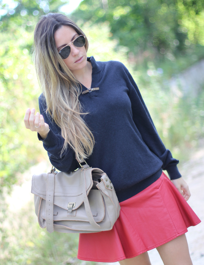 Boyfriend sweater with skater skirt by blogger Mónica Sors