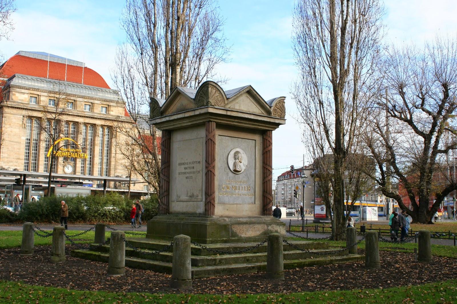 Carl Wilhelm Müller Denkmal gegenüber dem Hauptbahnhof
