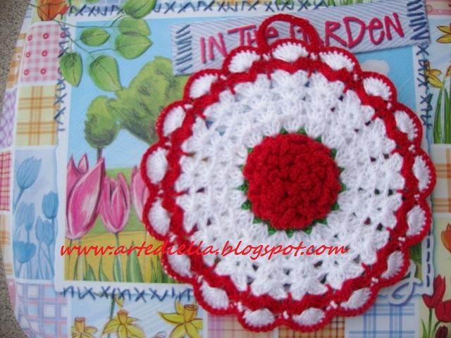 Le Fragole di Stoffa presine in fiore all uncinetto con
