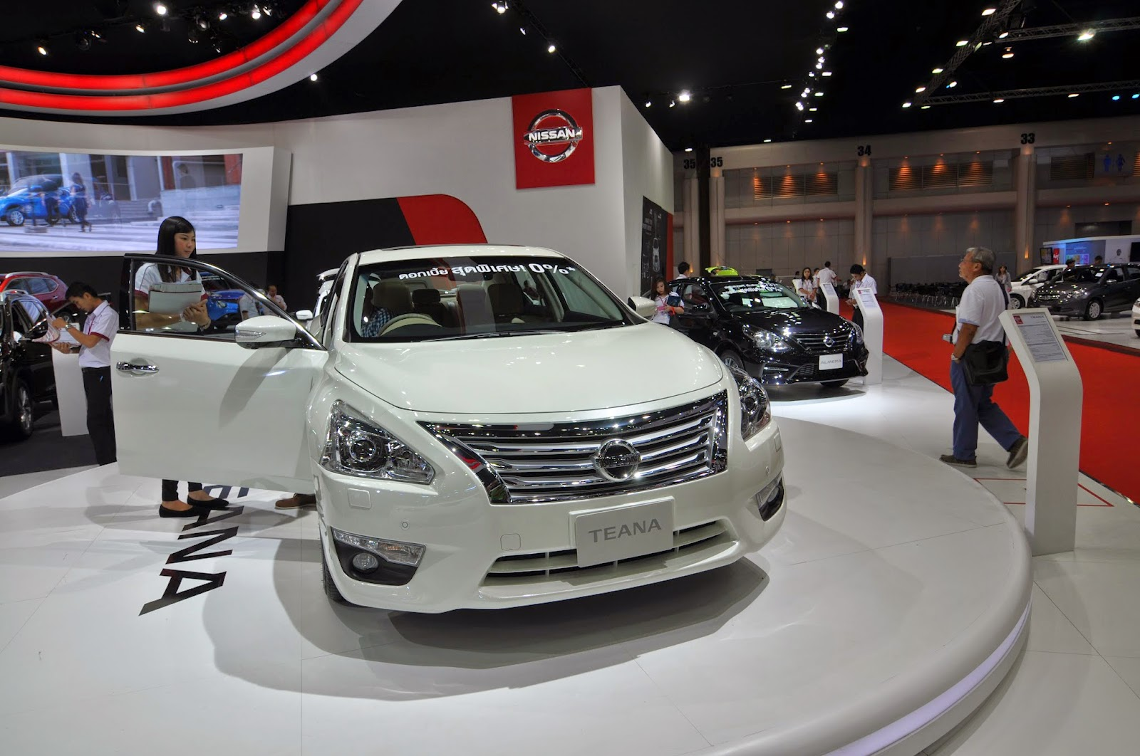 The nissan teana don t know why the cars here are looking good i think is the lighting punya effect lah those car in the motor show really look