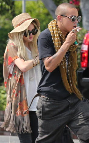 Entertainment, News, Gossip, Celebrities, Hollywood, Ashlee Simpson, Dating, Diana Ross' Son, Duo, Spotted, Looking, Cozy, in, New Pics