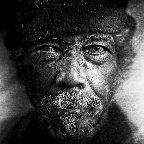 Retratos a preto e branco - fotografia de Lee Jeffries