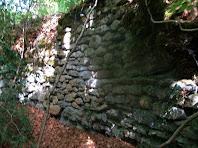 Mur interior del Pou Cavaller