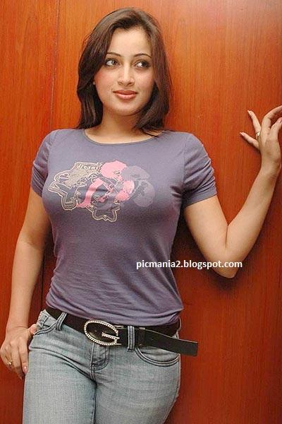 Navaneet Kaur exposing hot cleavage sexy image gallery