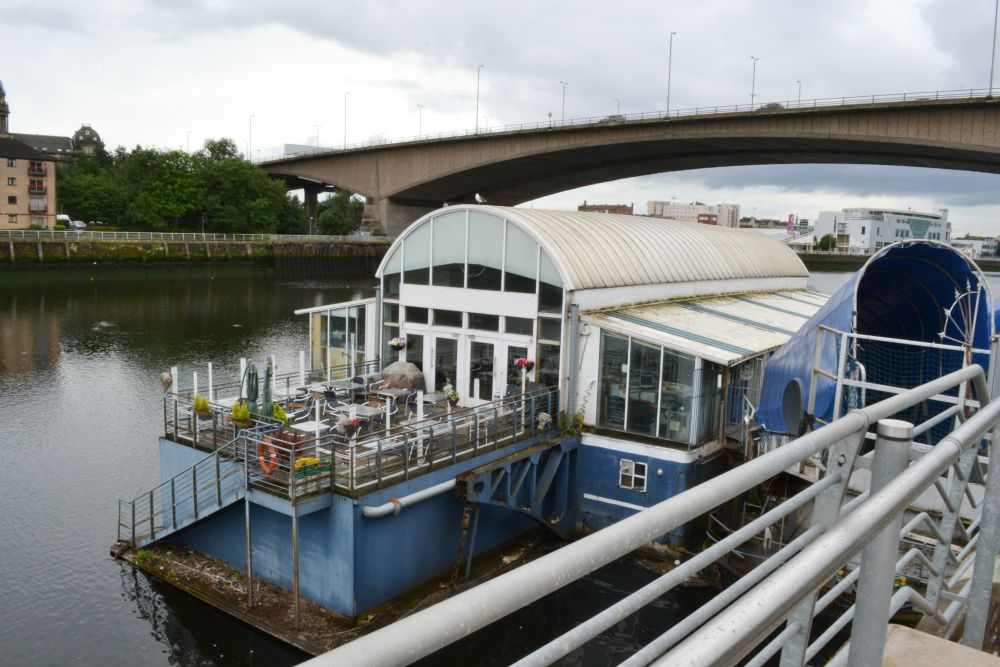 the ferry bar glasgow clyde river
