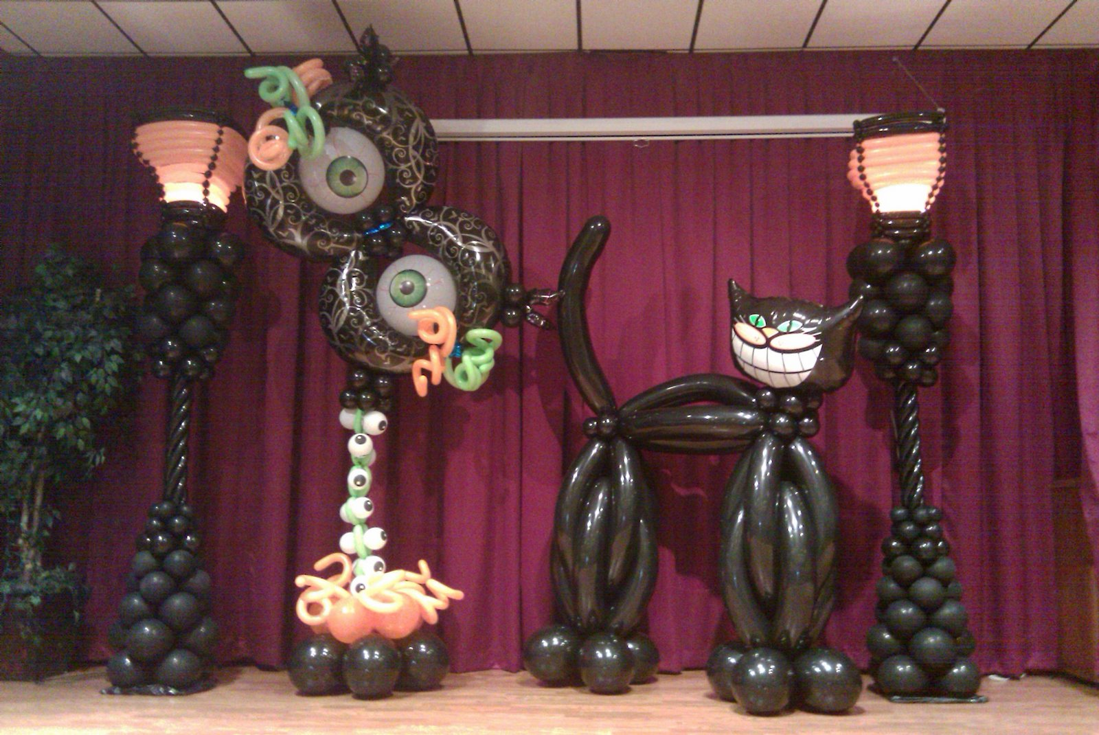 Dreamark events blog halloween party decoration ideas for Balloon decoration for halloween
