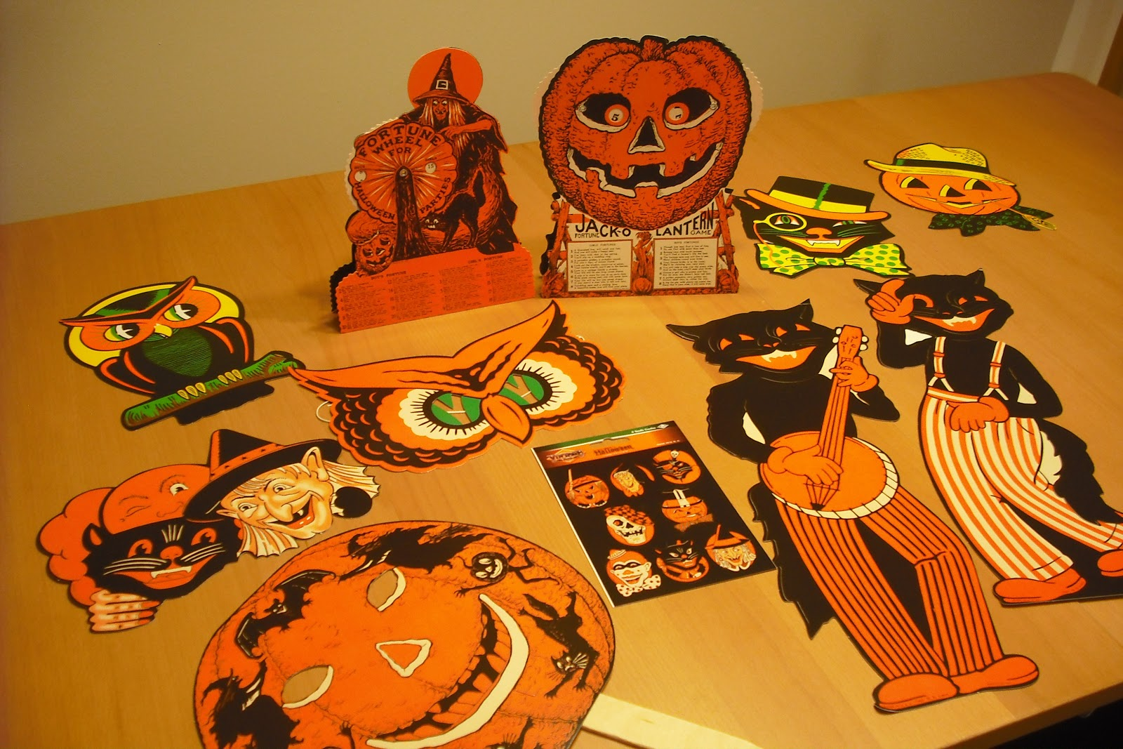 Vintage halloween paper decorations - Vintage Halloween Decorations Are A Hard Find Besides Dennison Paper Goods A Company Called Beistle Has Been Making Decorations For Years