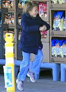 Matilda faz compras com a mãe em Nova York.