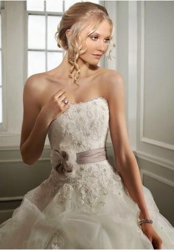 Vestido de Novia Strapless, Corte Princesa, Decorado con Flores