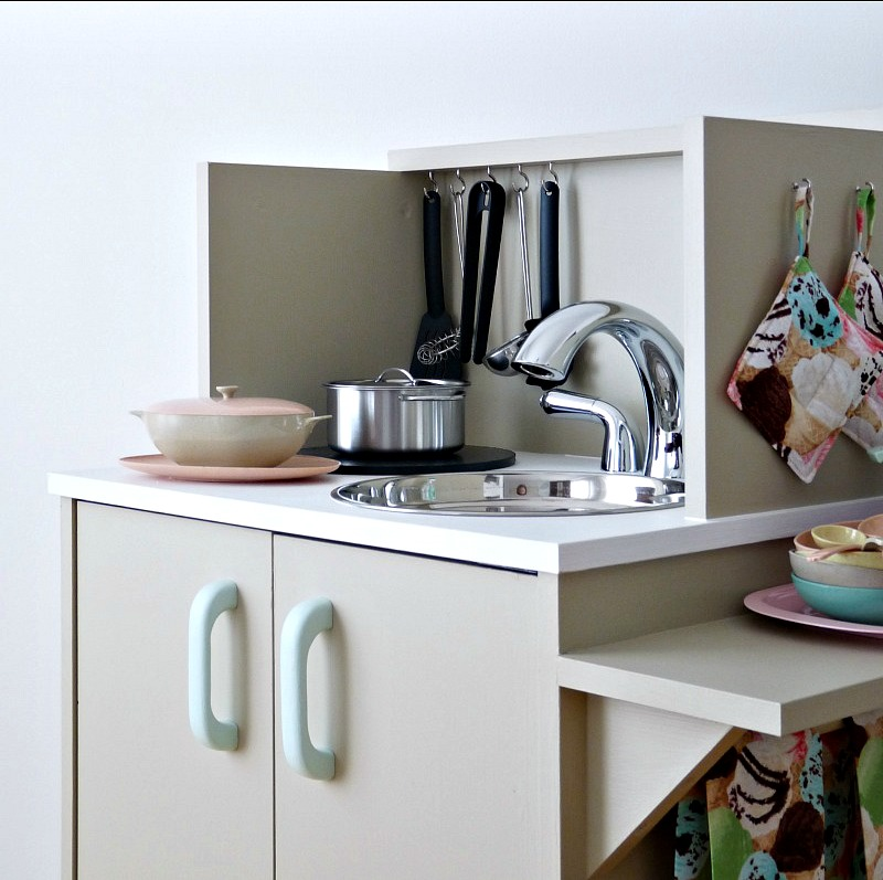 Vintage-Inspired DIY Play Kitchen