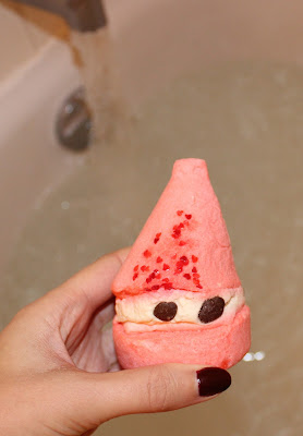 Lush Peeping Santa Bubble Bar