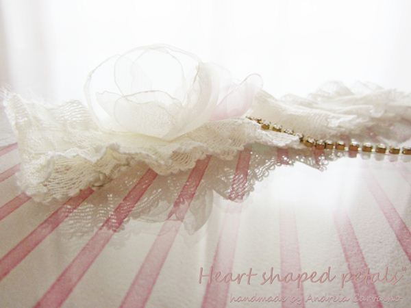 Bridal garters in ivory and gold