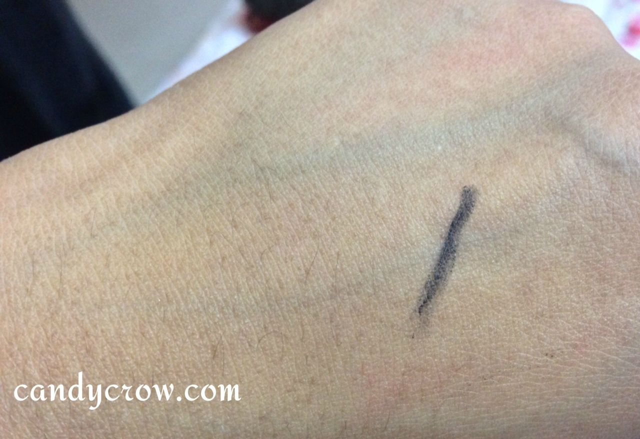Loreal Kajal Magique Black review swatch