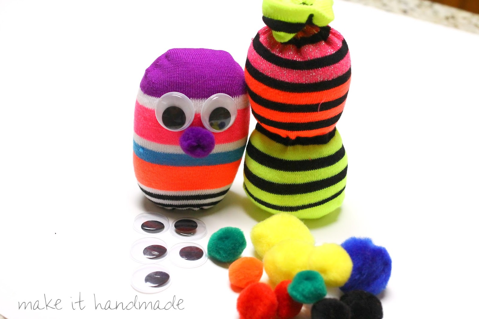 Make sock puppets from colorful ankle socks! Step by Step instructions for sock puppet craft to do with or for the kids.