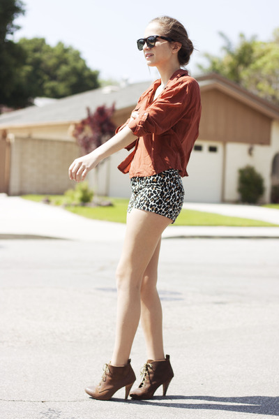 leopard print shorts,high heels, fashion blog, leopard print, outofbook