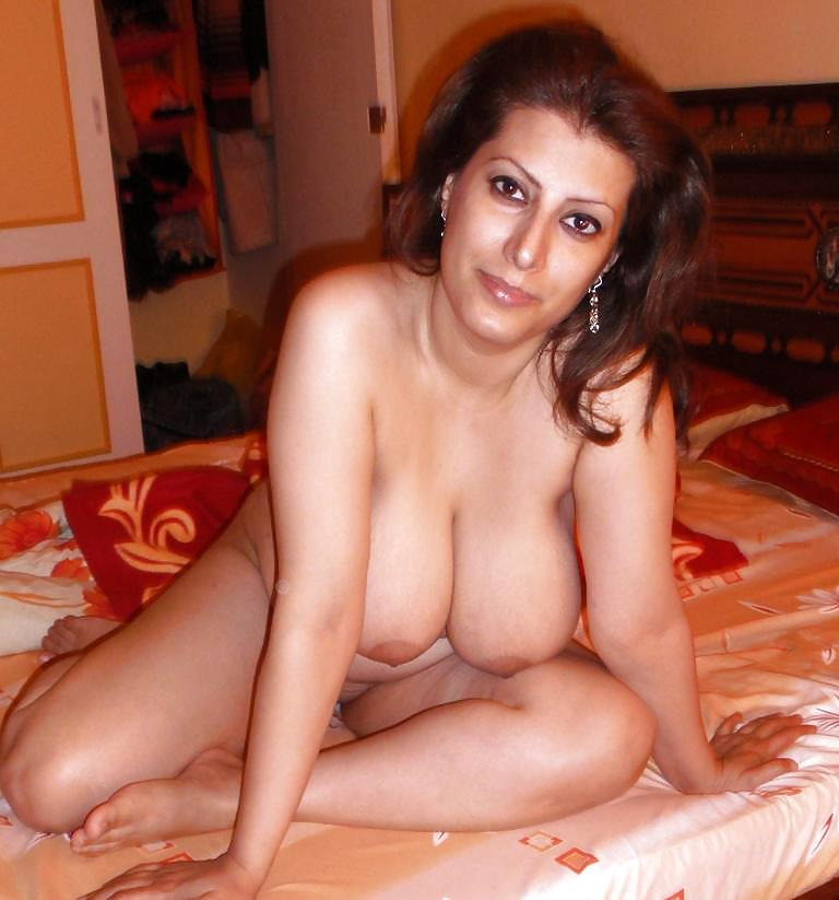 Naked Horny Arab Woman