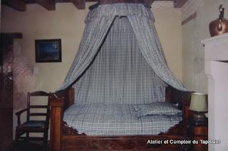 atelier et comptoir du tapissier ciel de lit. Black Bedroom Furniture Sets. Home Design Ideas