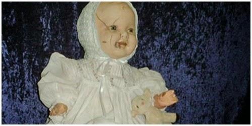 Inilah Boneka yang Memiliki Kisah Misteri Menyeramkan