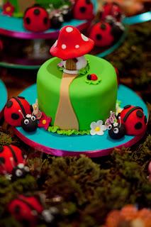 Minibolo cogumelo e joaninhas
