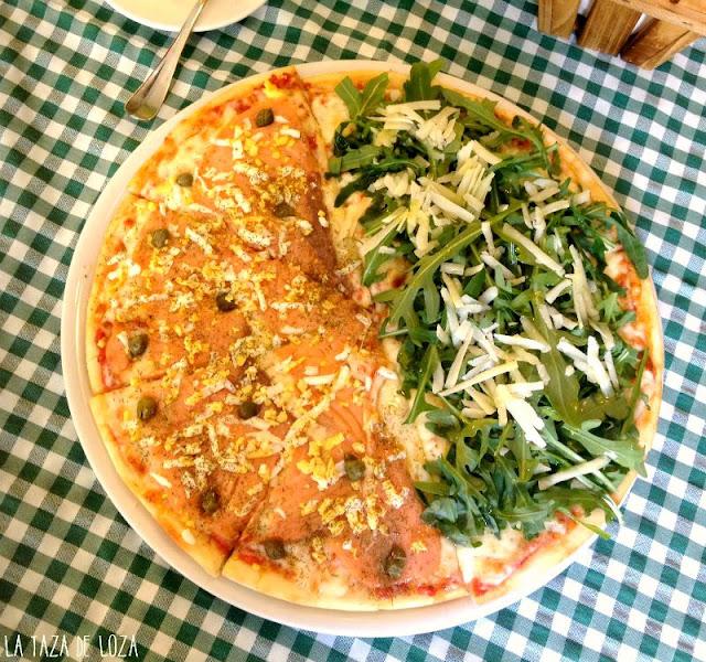 Pizza de salmón con masa hecha en casa